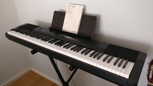 מיוחדים הבזאר- לוח יד שניה, דרושים | פסנתרים חשמליים / אורגנים | פסנתר YD-01