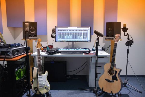 שיעורי קיובייס והפקה באולפן בצפון