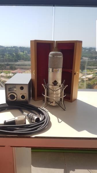Flea 47 microphone with ef12