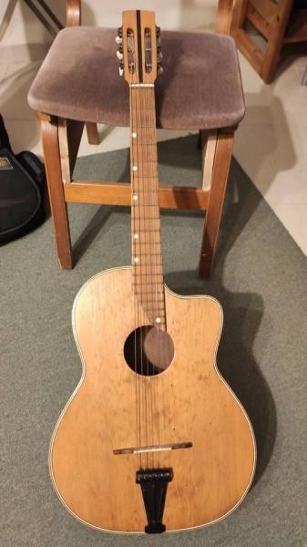 גיטרה אקוסטית - וינטייג׳ מיוחדת קטנה